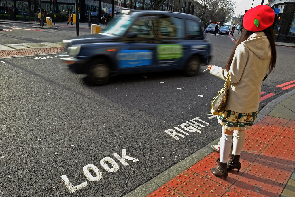 London / Look Right